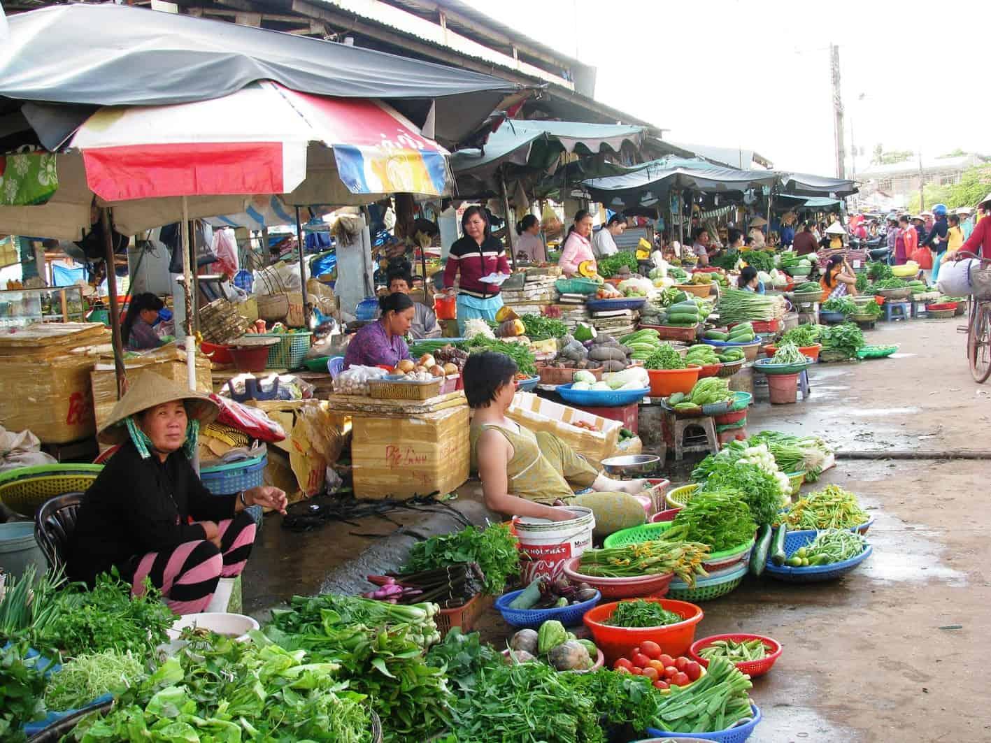 duong-dong-market-veg-seller