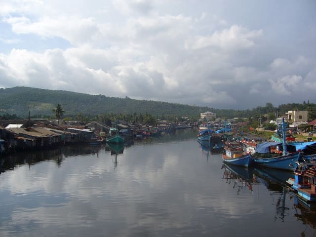 boats in duong dong harbour phu quoc