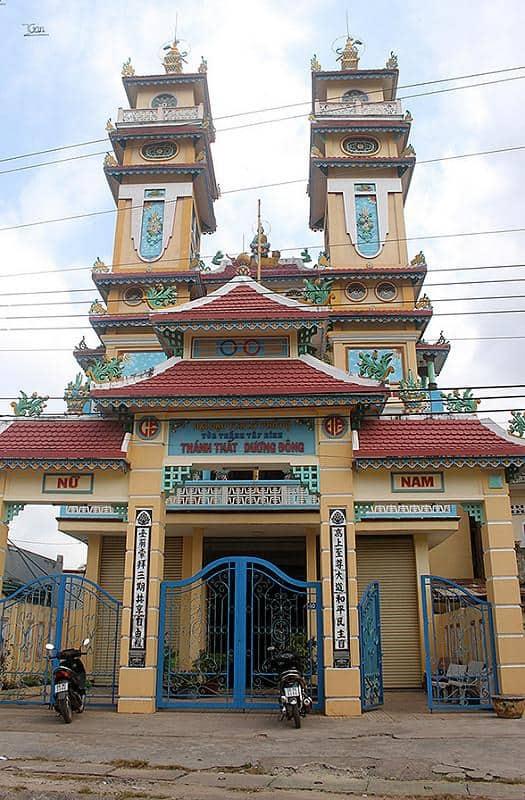 Cổng chính Khánh thất Dương Đông