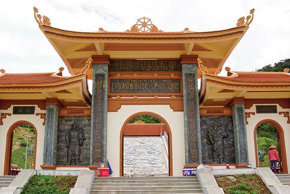 Cổng chính chùa Hộ Quốc