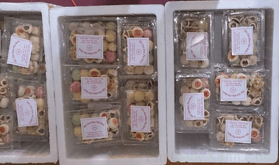 Những hộp bánh đã được đóng gói chờ đến tay người thưởng thức
