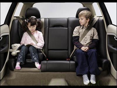 Ngồi 2 bên cửa kính xe ô tô giúp giảm căng thẳng đầu óc