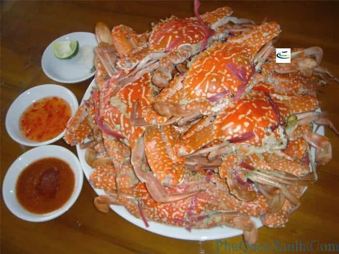Ghẹ mua ở làng chài Hàm Ninh