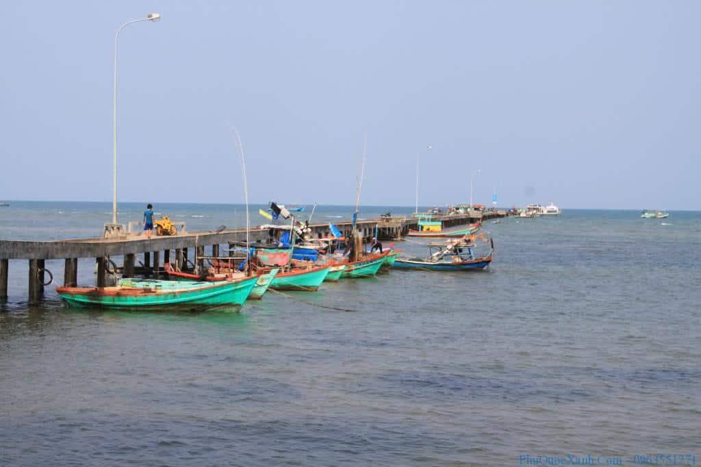 Cảng tàu tại Hàm Ninh