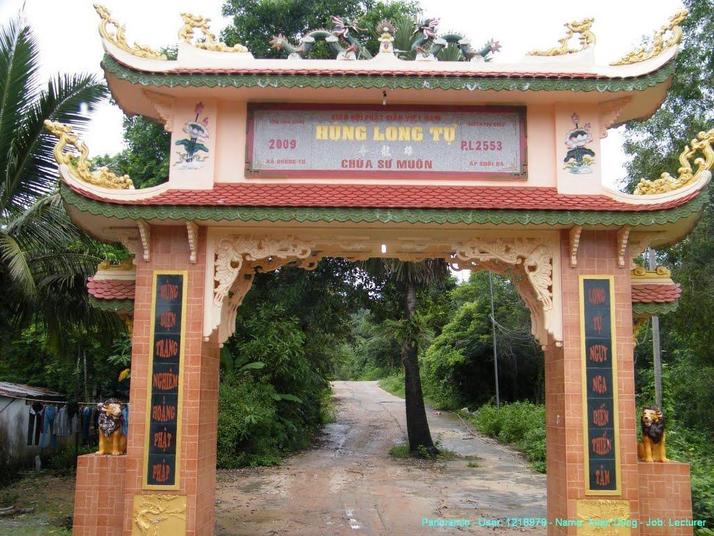 Cổng chính chùa Sư Muôn