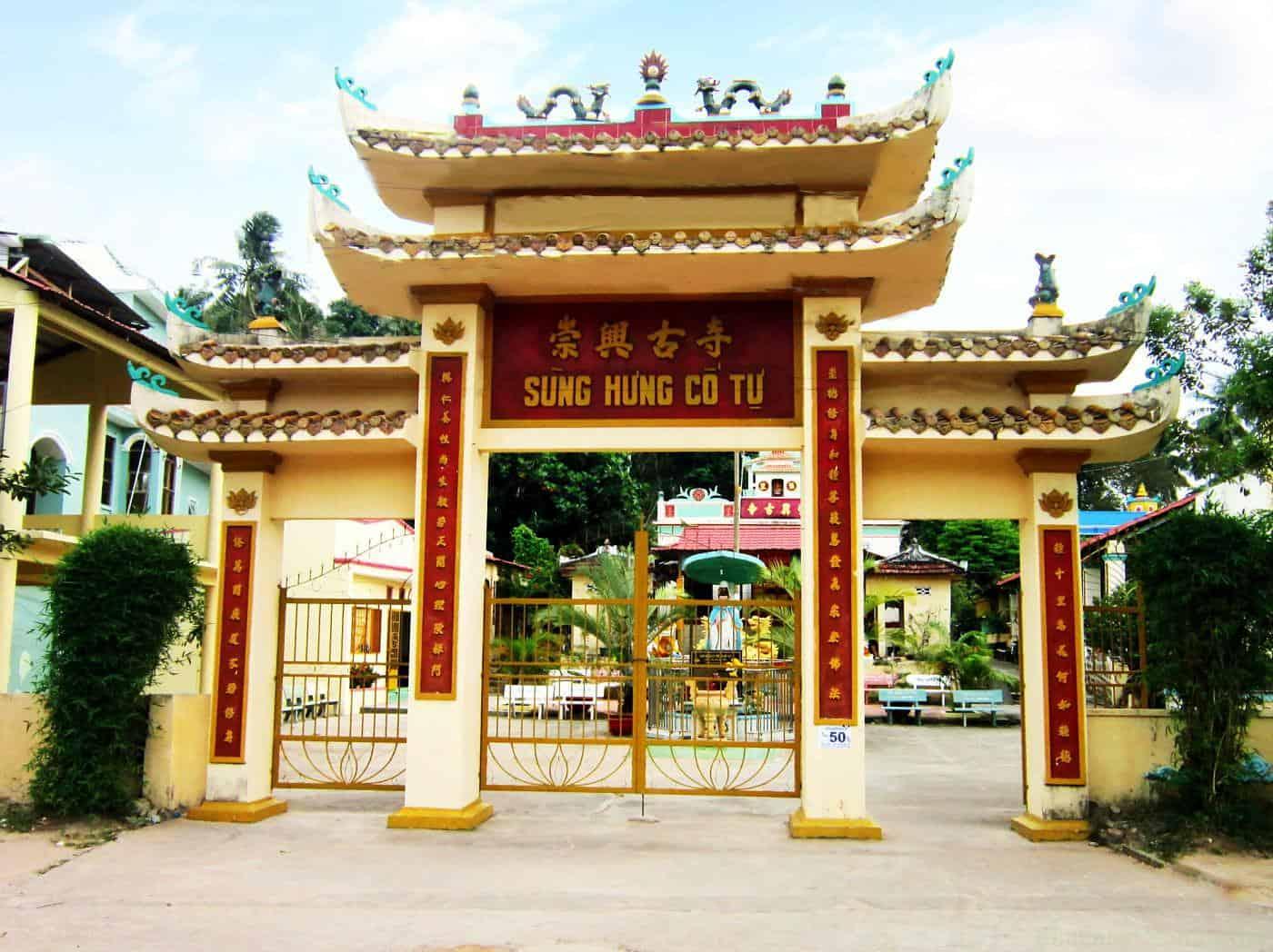 Cổng chính chùa Sùng Hưng