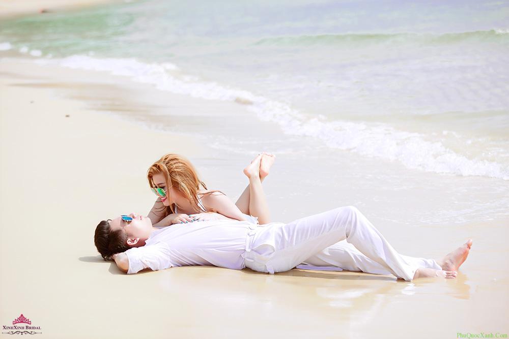 Đừng quên những chiếc mắt kính thật thời trang khi chụp ảnh cưới ở biển Phú Quốc nhé! Ảnh:phuquocxanh.com