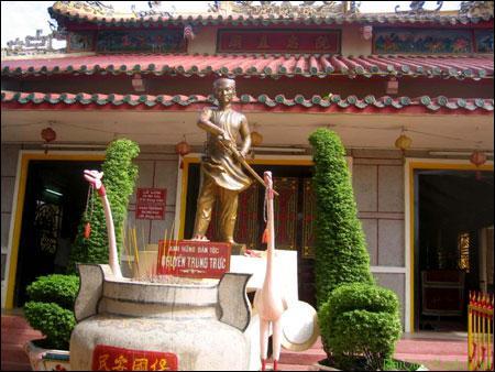 tượng anh hùng Nguyễn Trung Trực