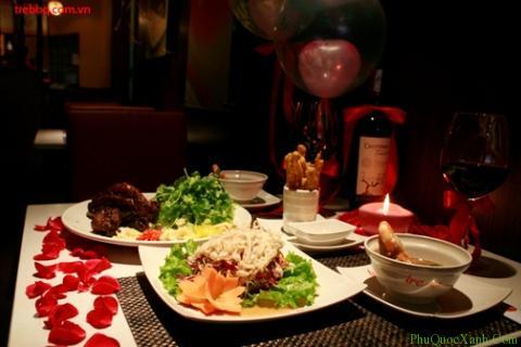Bữa tiệc lãng mạn luôn khiến các cô nàng rung động. Ảnh:phuquocxanh.com