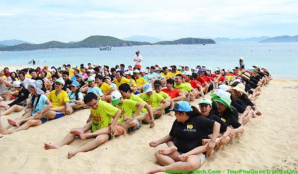 Image result for team building bãi biển
